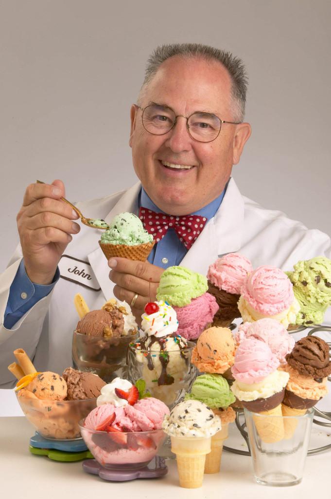 Ualll!!! John Harrison tem como trabalho oficial provar sorvetes.