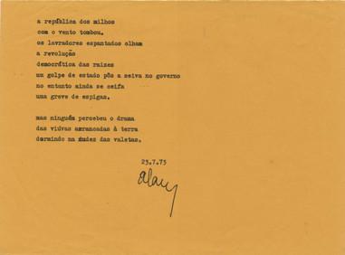 "[A república dos milhos] / Álamo Oliveira. - 1 f. ; 16 x 21 cm. - Dactiloescrito datado de ""23-7-73"". - Inédito.  Col. particular Álamo Oliveira"