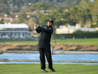 Phil Mickelson goes full Phil, drama in the dark at Pebble