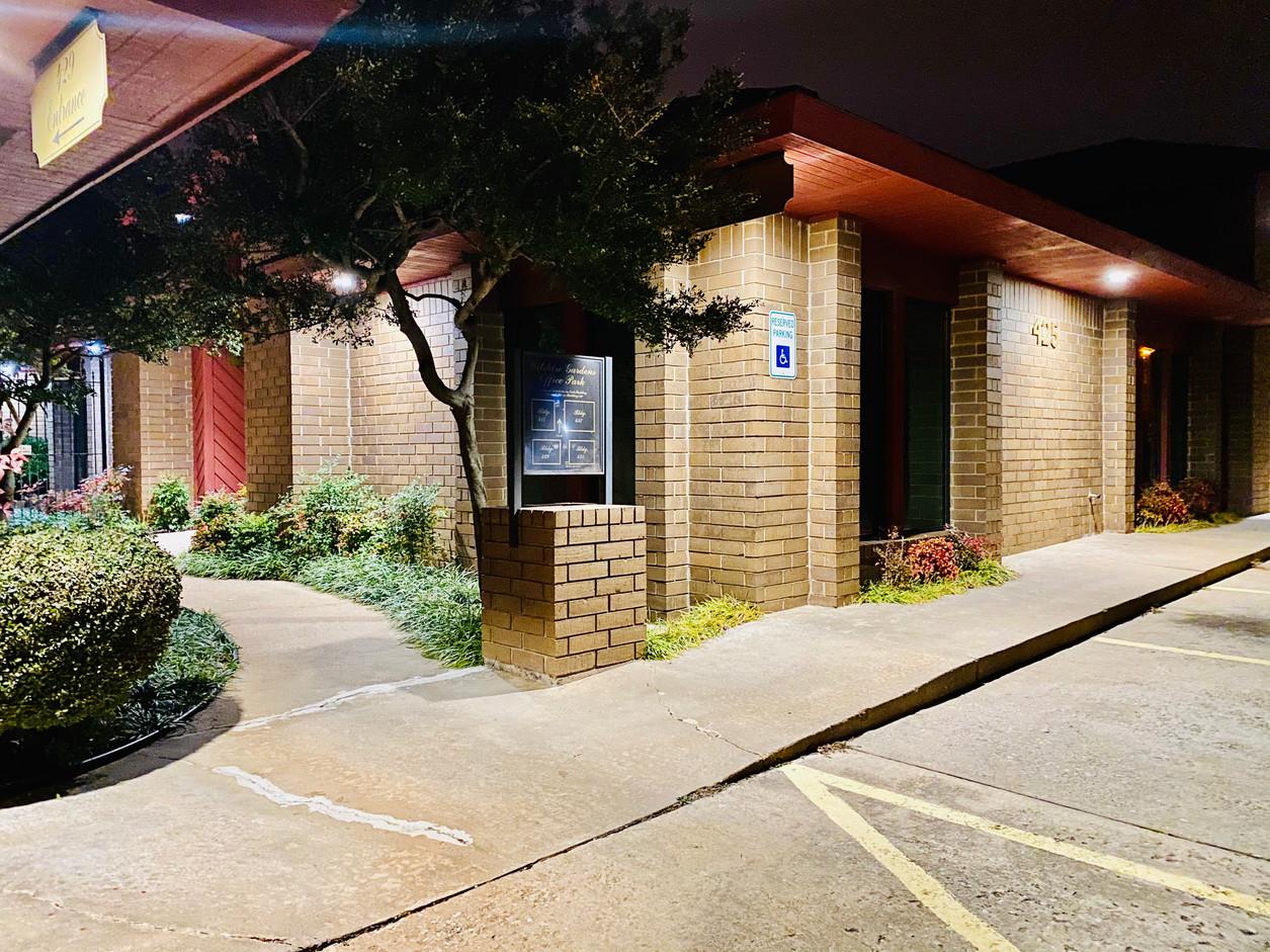 425 W Wilshire Entrance