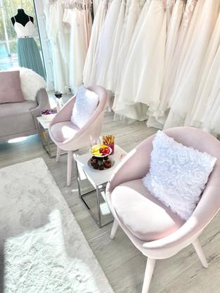 Gemütlicher Sitzbereich für deine Begleitungen