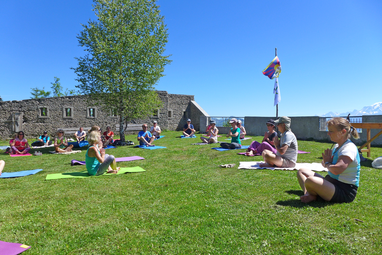 Yoga face au Mont-Blanc