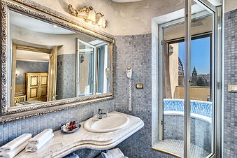 hotel romanica bath1.jpg