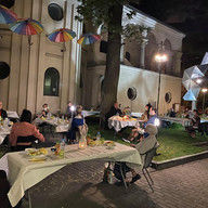Shabbat dinner in the garden