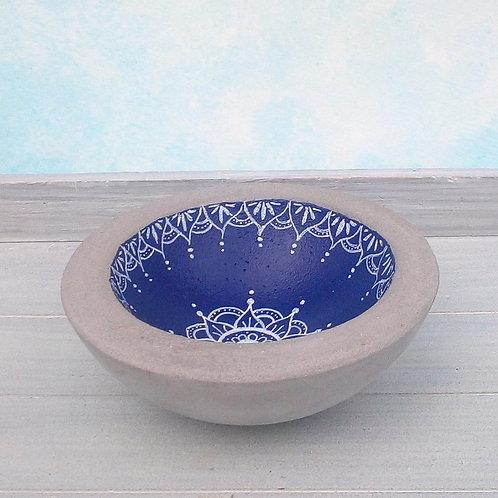 Betonschale, orientalisch in blau-weiß bemalt mit Mandala