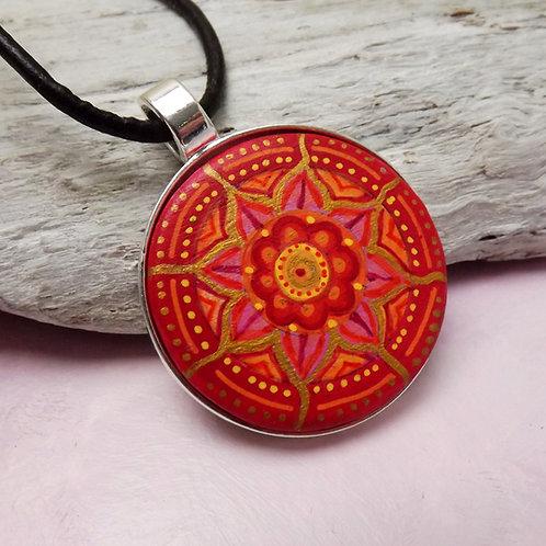 Handbemalter Holzanhänger mit Mandala in Rot u. Gold