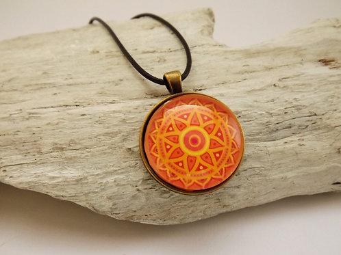 Spirituelle Cabochonkette mit gelbem Mandala