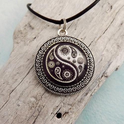 Halskette mit Yin und Yang, Paisley, Cabochonschmuck