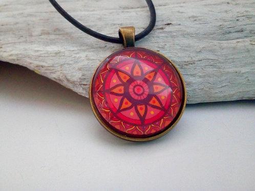 "Cabochonkette mit rotem Mandala ""open heart"""
