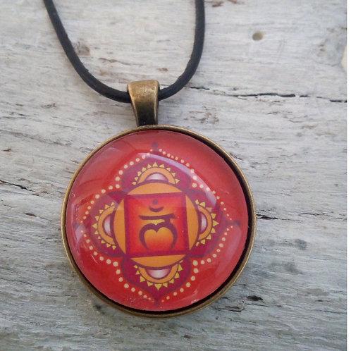 Spiritueller Anhänger Wurzel -Chakra mit Lederband