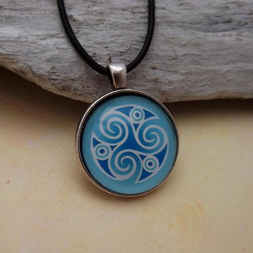 Keltisches Amulett, Kette mit Triskel Blau u. Lederband
