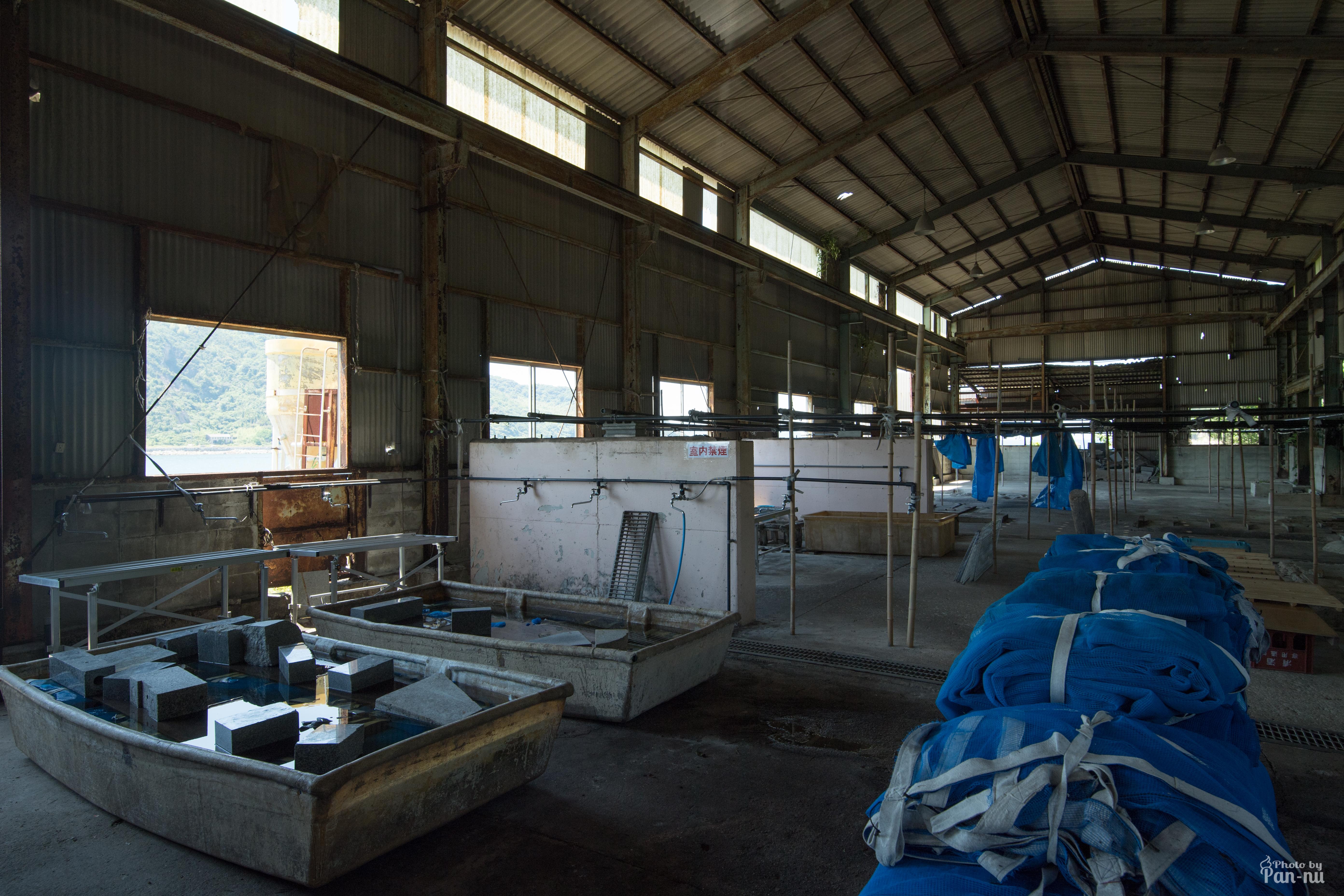 海沿いの倉庫3