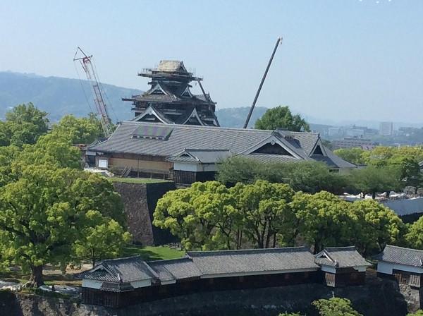熊本市役所展望台より熊本城修復の様子