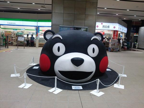 熊本駅にてくまもんのお出迎え