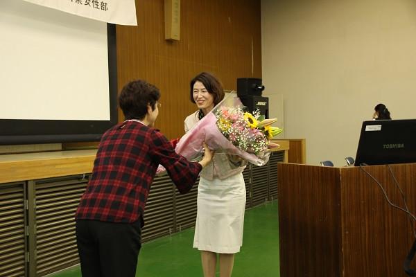 講演後花束を頂きました(*^-^*)