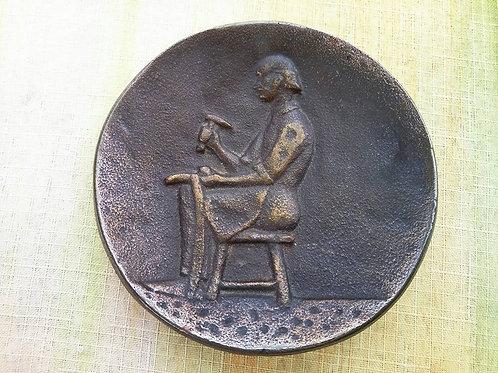 """Бронзовый медальон - барельеф """"Сапожник"""""""