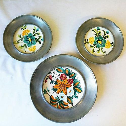 Три тарелки-панно, фаянс, олово, ручная роспись.