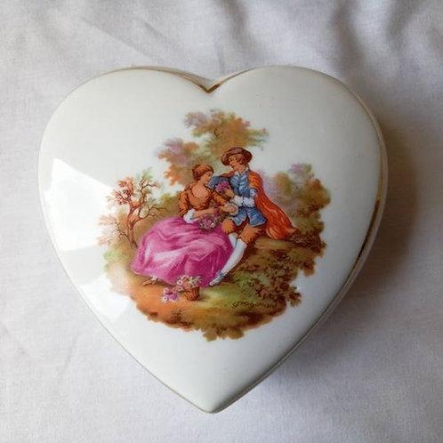 """Фарфоровая шкатулка в форме сердца с деколь """"Свидание"""""""
