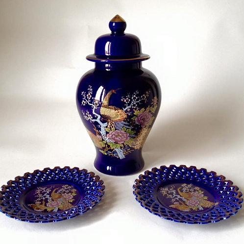 Японская ваза и тарелки