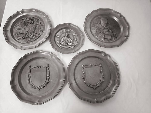 Настенные оловянные тарелки с барельефом
