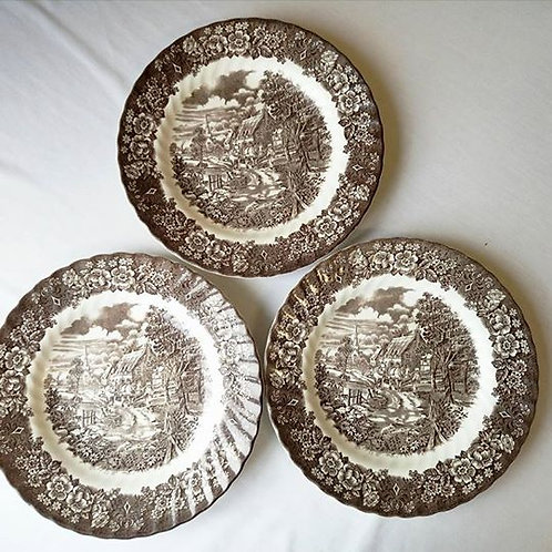 Три большие английские тарелки