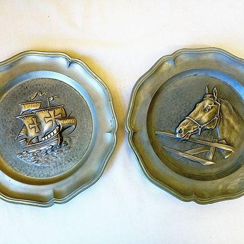 """Две оловянные тарелки на стену с барельефом """"Корабль"""" и """"Конь"""""""