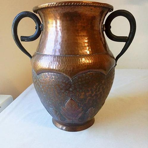 Крупная Медная ваза с металлическими ручками