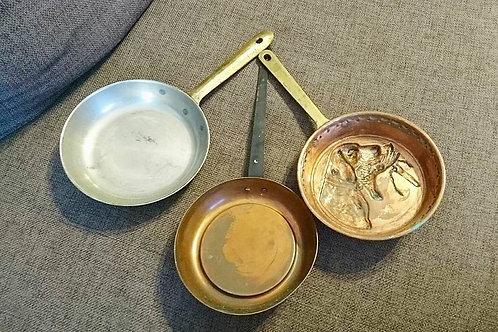 Три медные сковороды с барельефом
