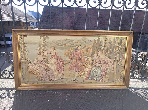 Гобелен в пастельных тонах в деревянной раме