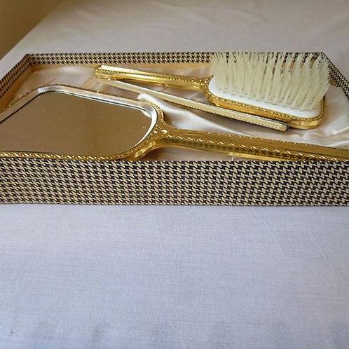 Туалетный набор в коробке, расчески и зеркало