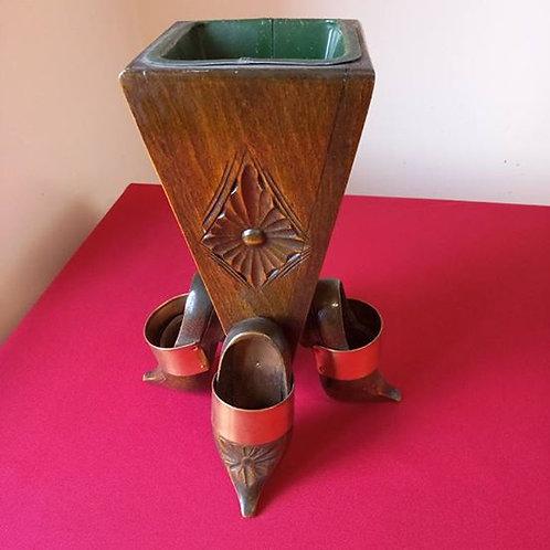 Деревянная резная ваза на четырех башмаках со съемной серединой