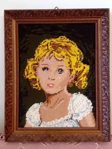 """Вышивка """"Портрет девочки"""" в деревянной раме"""