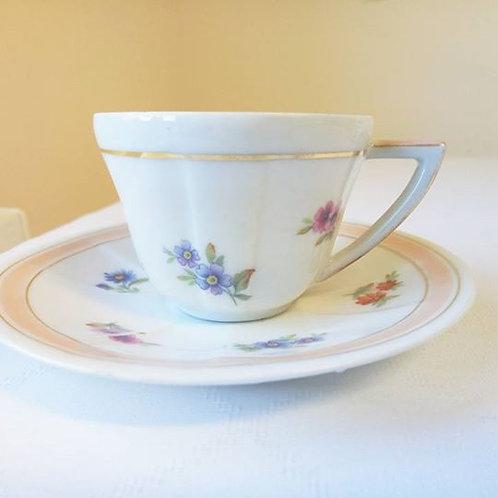 Кофейные пары с нежным цветочным рисунком