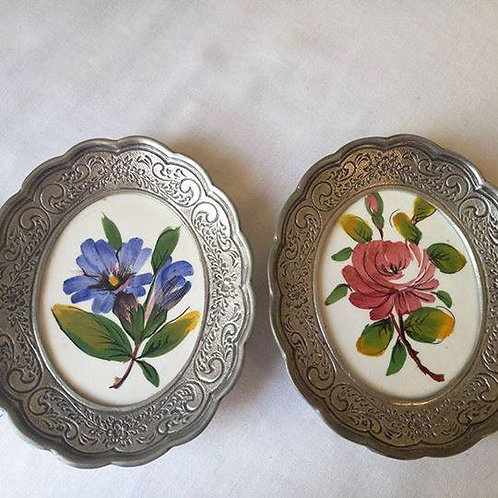 """Ботаника. Две миниатюрные картины на фаянсе в оловяных рамах """"Роза"""" и """"Гибискус"""""""