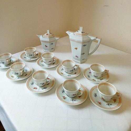 Кофейный - чайный сервиз с нежным цветочным рисунком