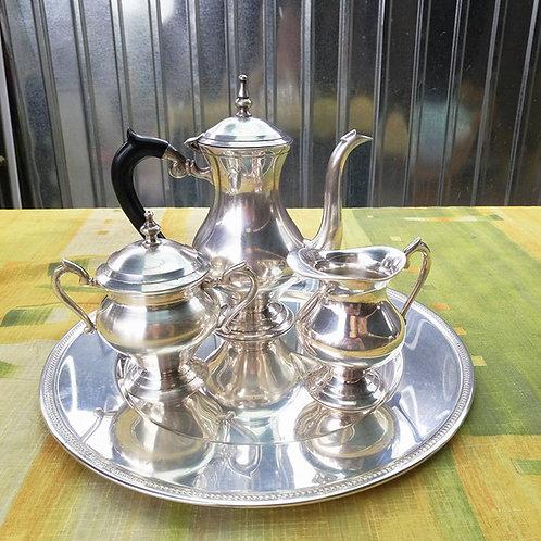 Кофейный набор на подносе, кофейник, сахарница, молочник.