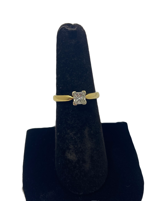 18ct Diamond Square Solitaire Ring