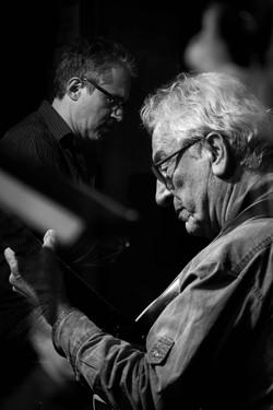 Michel PEREZ à la guitare