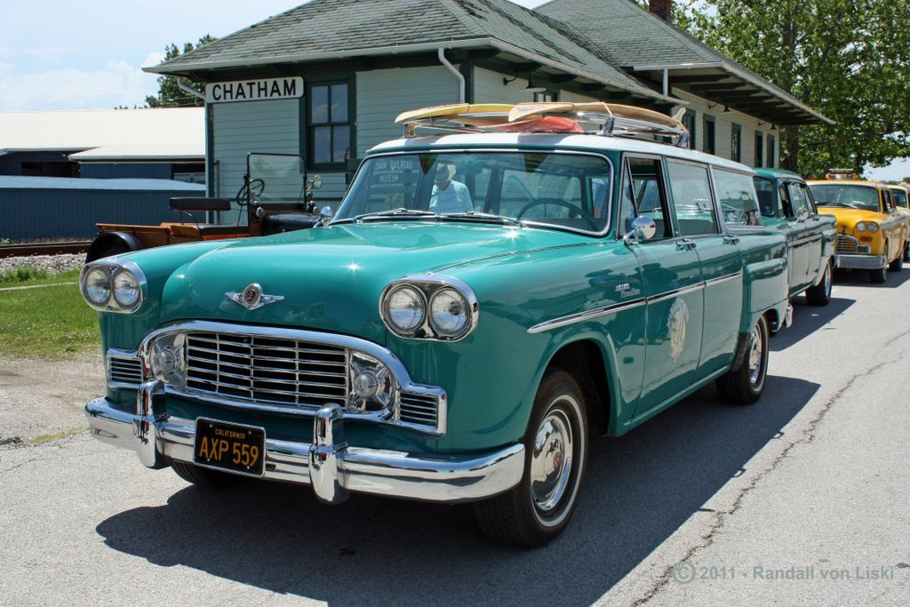 1963_checker_marathon_station_wagon_2011_01.jpg