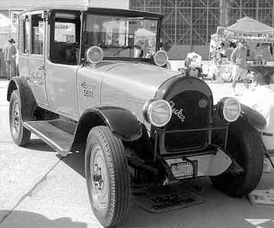 1922 Checker H2