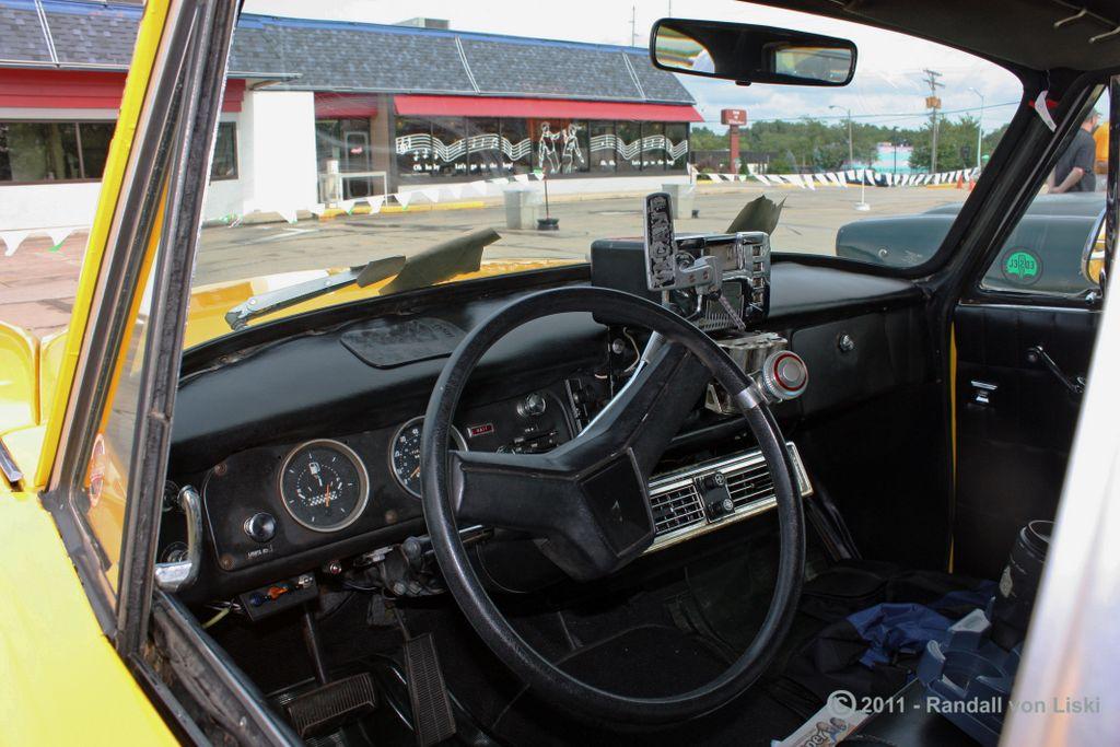 1981_checker_marathon_sedan_2011_07.jpg