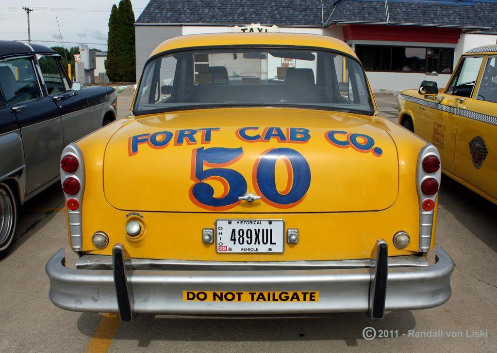 1982_checker_a_11_taxi_2011_08.jpg