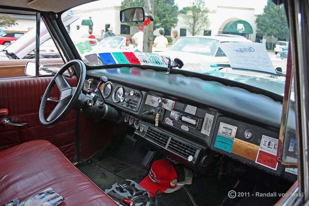 1981_checker_marathon_sedan_2010_05.jpg