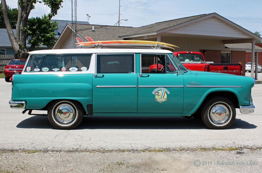 1963_checker_marathon_station_wagon_2011_07.jpg