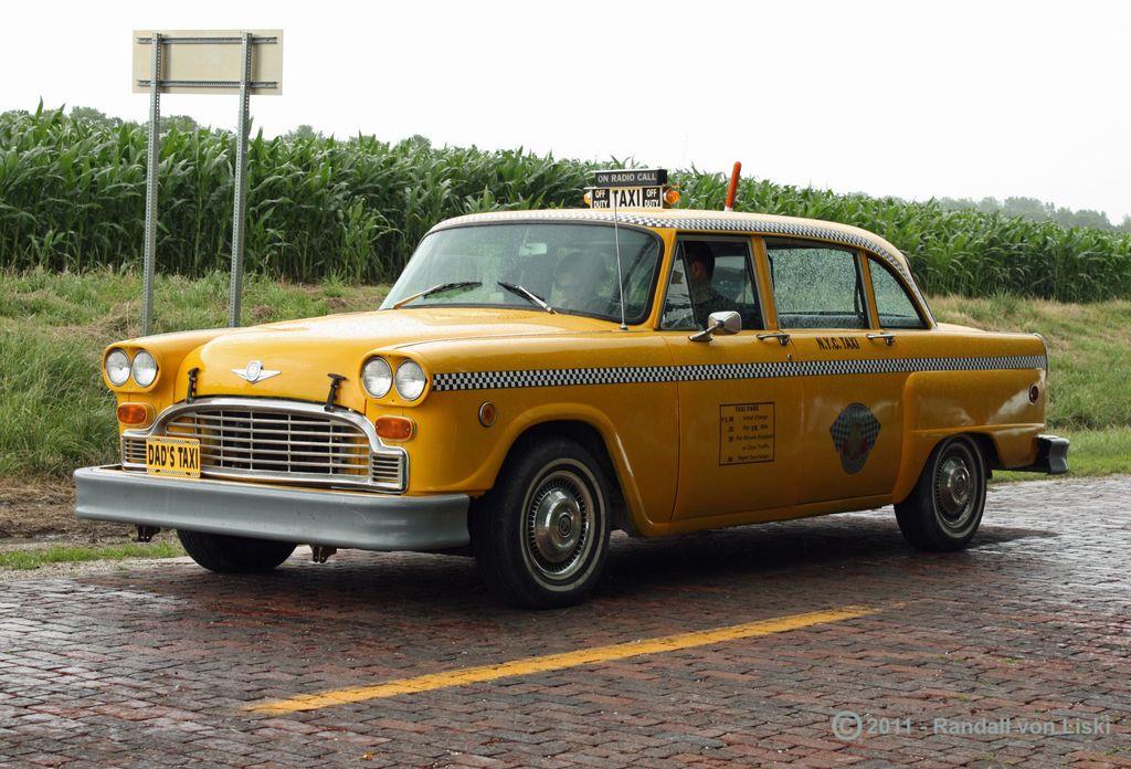 1975_checker_a11_taxi_2011_04.jpg