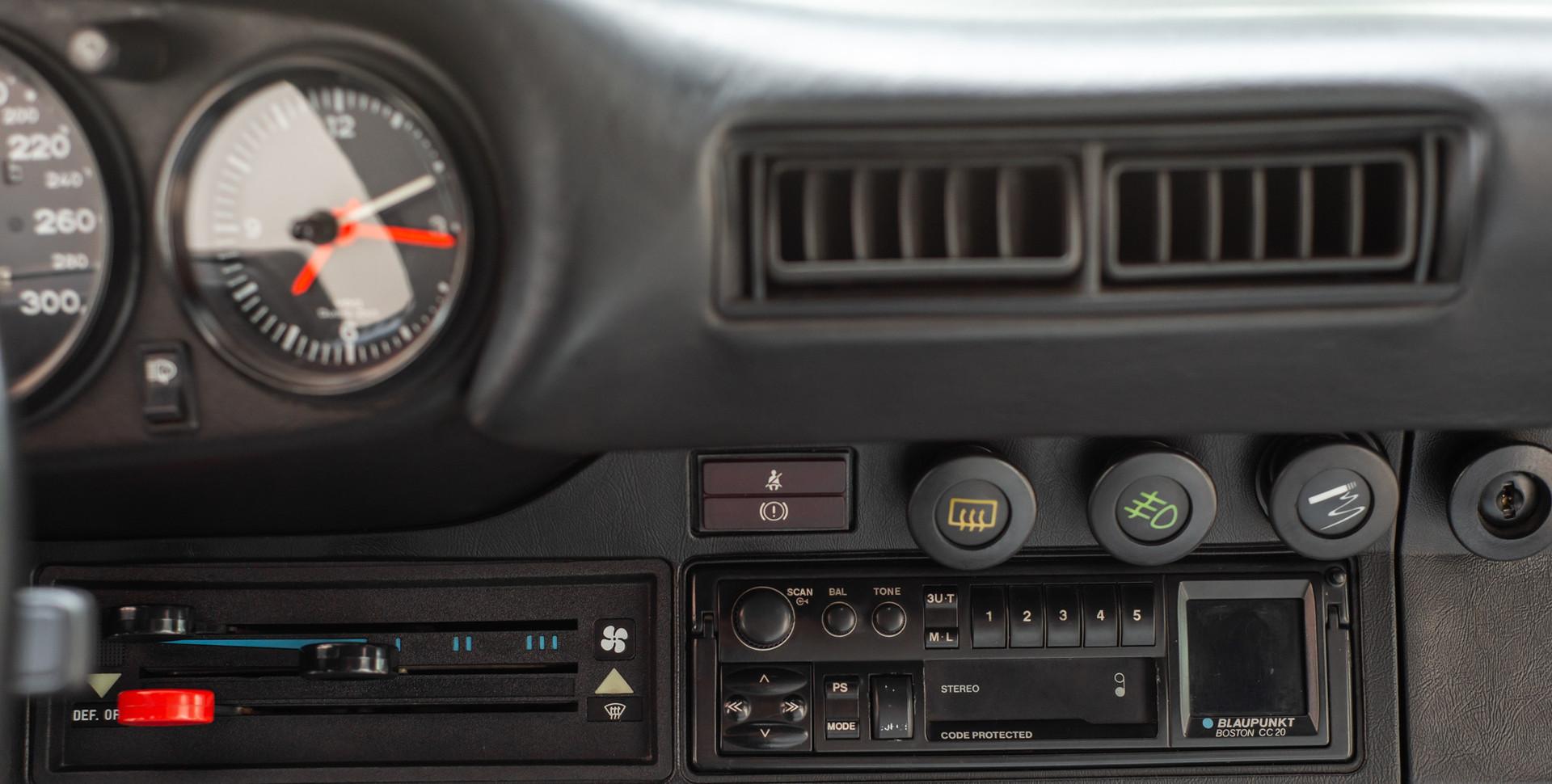 Porsche 930 Turbo_-14.JPG