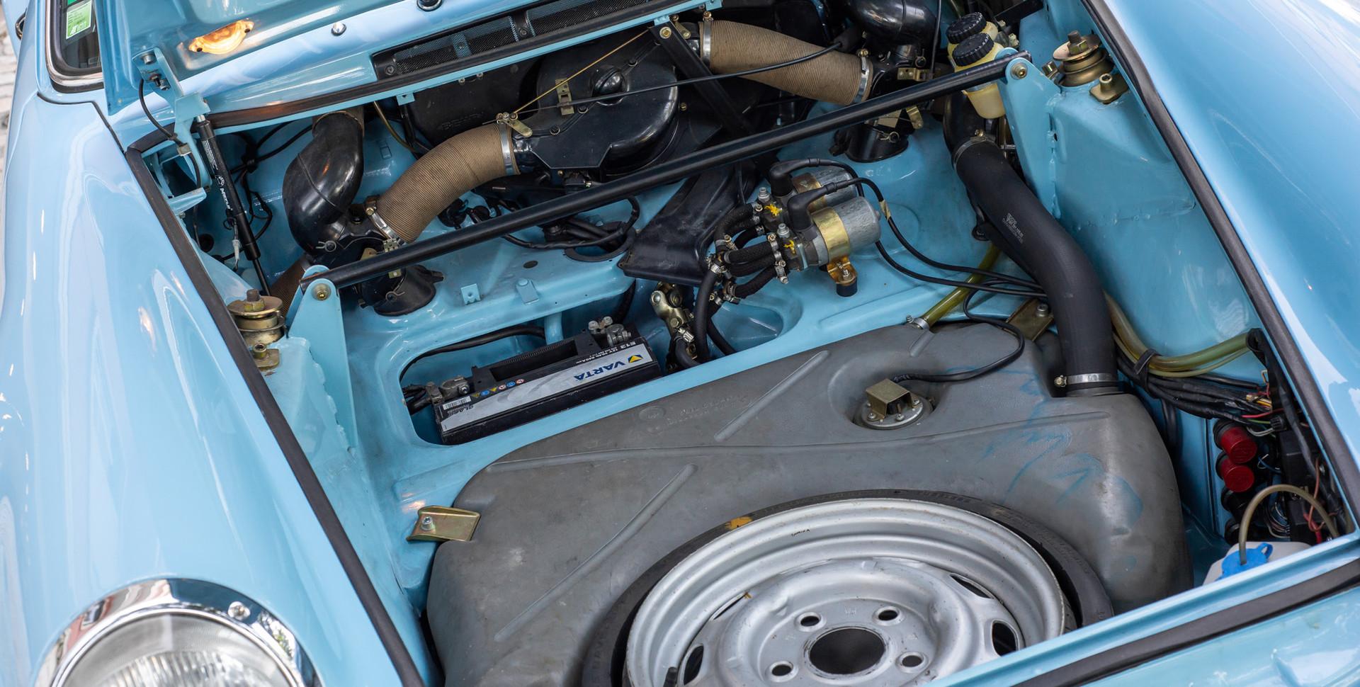 Porsche 911 2.7-16.JPG