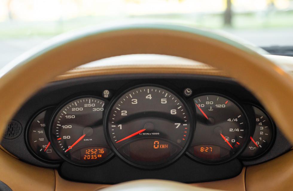 Porsche 996 Carrera Cabrio Preto-17.jpg