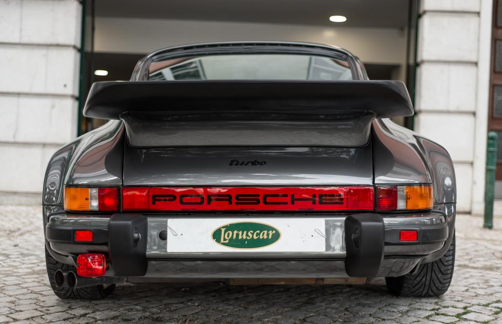 Porsche 930 Turbo_-21.JPG