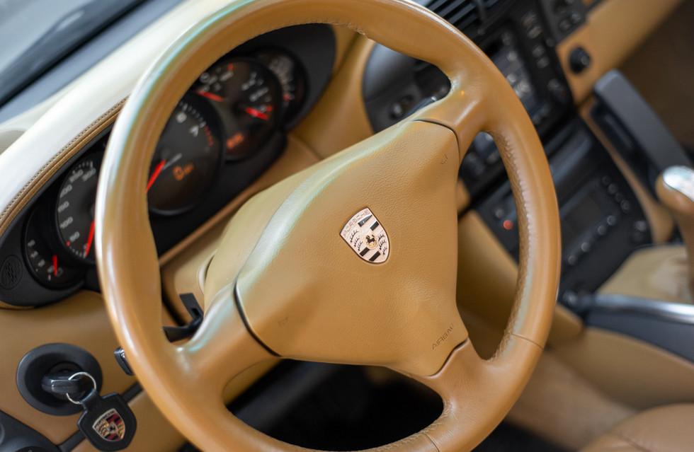 Porsche 996 Carrera Cabrio Preto-10.jpg
